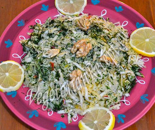Салат с квашеной капустой и сельдереем