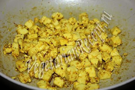 сыр обжаренный для добавления в салат с сухариками