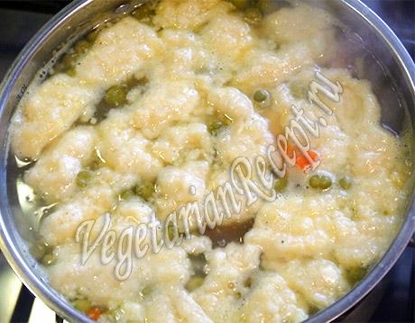 приготовление супа с сырными клецками