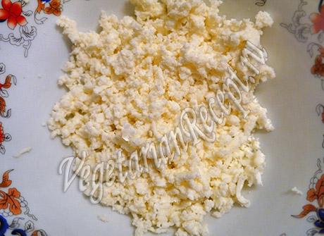 измельчаем сыр для фарша