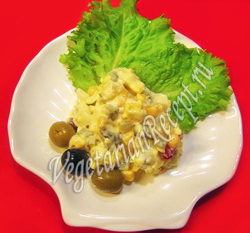 вегетарианский салат с кукурузой
