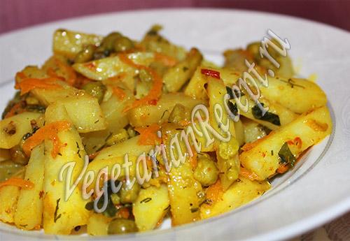 тушеный картофель с консервированным зеленым горошком