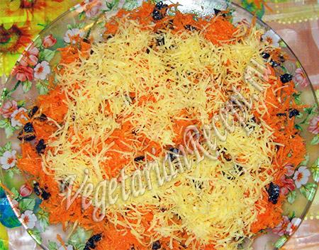 слой салата из моркови и сыра