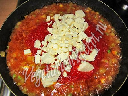 кабачки с томатным соусом и сыром