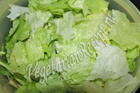 рвем салат на кусочки