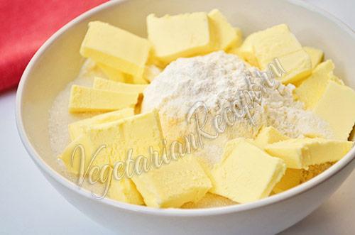 Пирог со сливами - замешиваем тесто