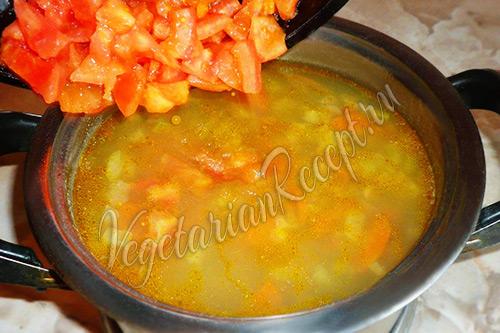 в суп с чечевицей добавляем помидоры
