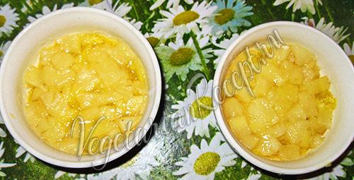 выкладываем слой желе из ананасов