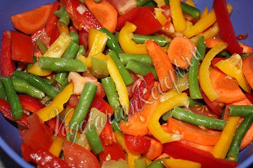 подготовленные для запекания овощи