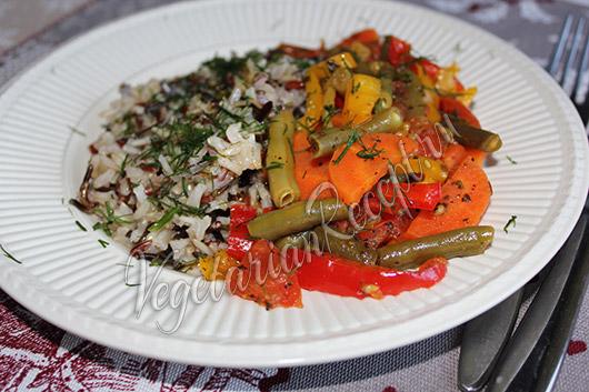 рис и запеченные в фольге овощи