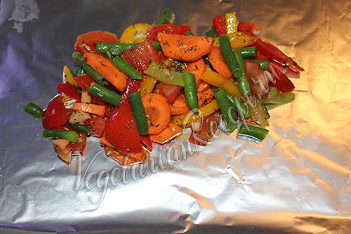 кладем овощи на фольгу