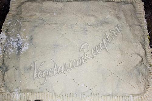 сформированный пирог с кабачком