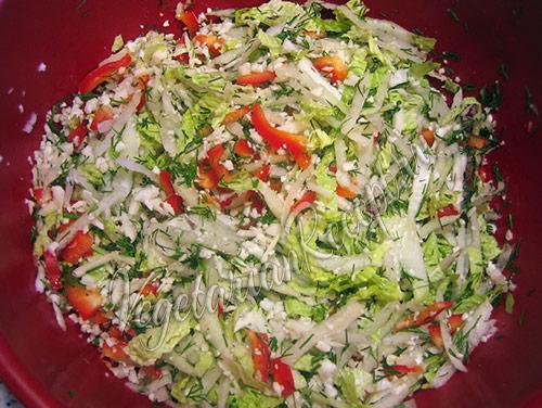 смешиваем сырые овощи