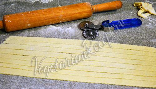 вырезаем украшения для пирога