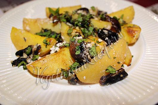 запеченный в духовке картофель с черносливом