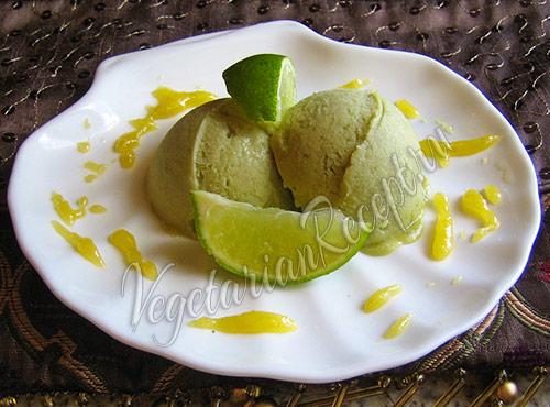 мороженое из авокадо с лаймом