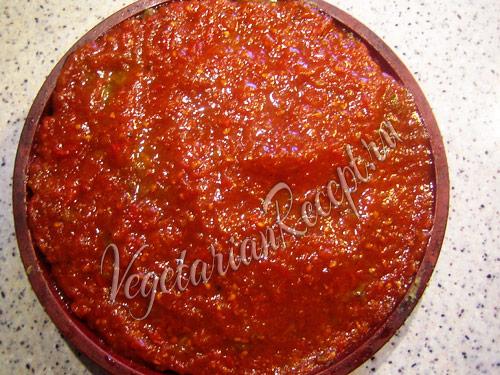 мусака с томатным соусом
