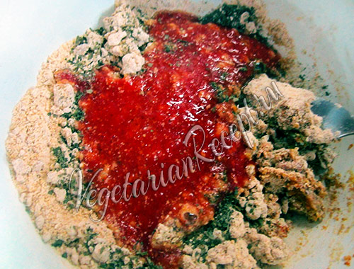 нутовая и овсяная мука с томатным соком и специями