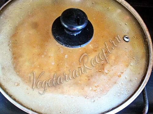 выпекаем нутовый омлет на сковороде