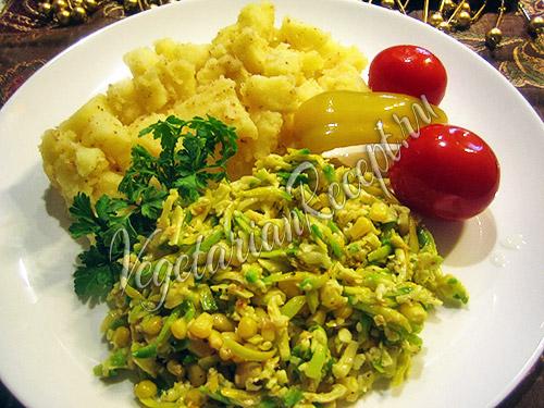 салат с авокадо, кукурузой и сыром