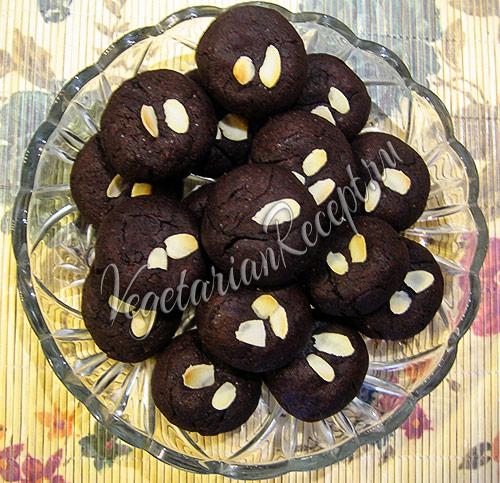 шоколадное печенье с джемом - фото