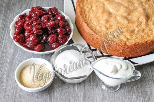 вишня и другие продукты для торта