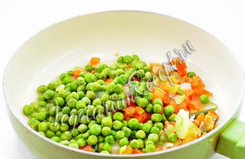 обжариваем овощи для начинки