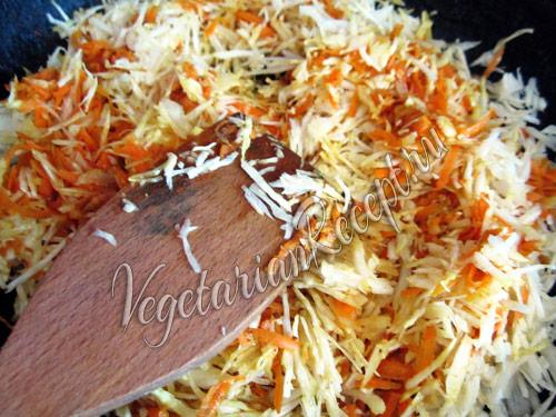 обжариваем овощи для начинки лазаньи
