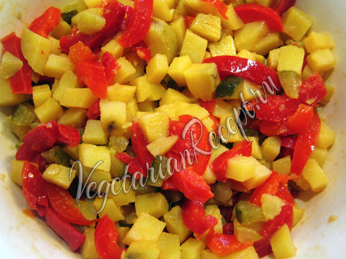 смешиваем все подготовленные ингредиенты салата
