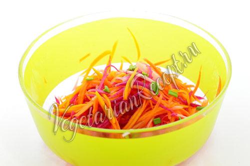 посыпаем салат зеленью