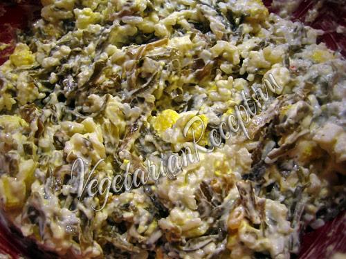 добавляем в салат майонез