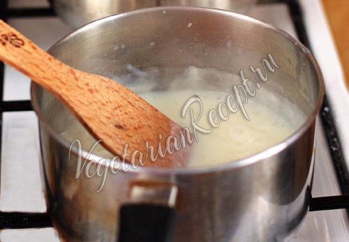 варим молочный кисель для мороженого