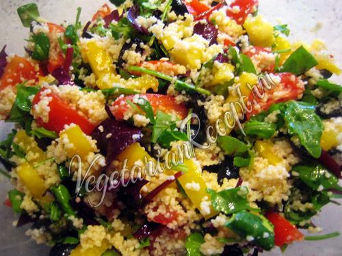 добавляем в салат масло и зелень