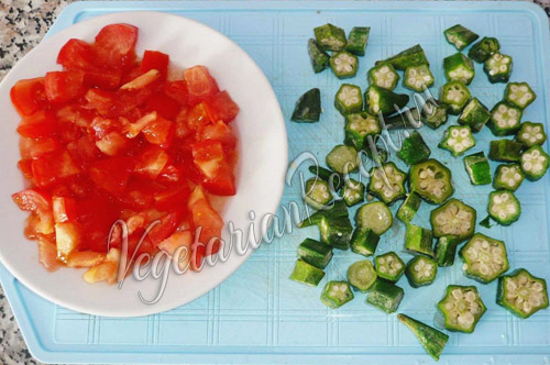 бамия и помидоры