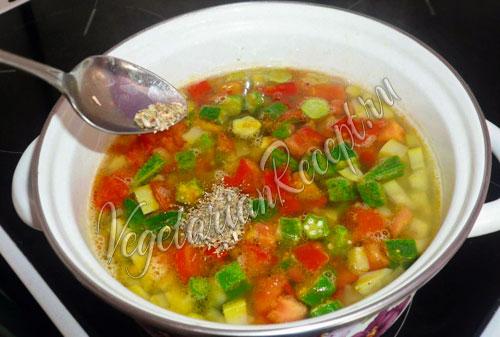 добавляем в суп с бамией орегано