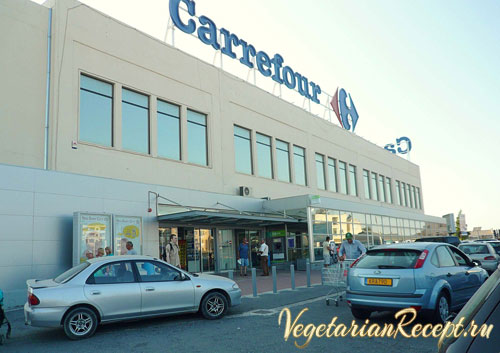супермаркет продуктов Carrefour в Ларнаке