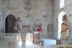 одно из обустроенных помещений замка