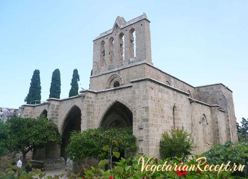Кипр - Аббатство Беллапаис, фото монастырской церкви