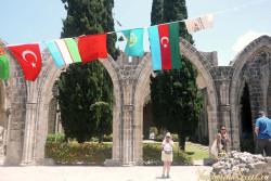 арки монастыря