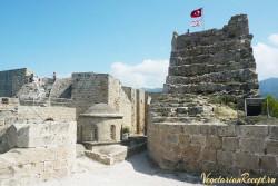Кипр - часовня св. Георгия между старой и новой стеной крепости