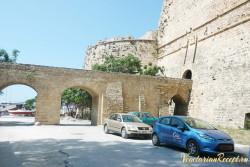 Кипр - сторона крепости Кериния со входом