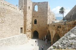 часть двора кипрской крепости Кериния