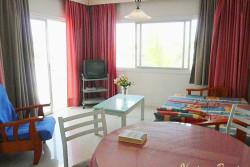 Кипр, в номере отеля: первая комната – зал с выходом на террасу