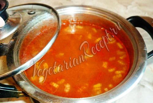 суп томатный с клецками готов