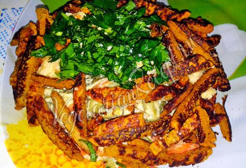 Выкладываем салат в форме гнезда петуха