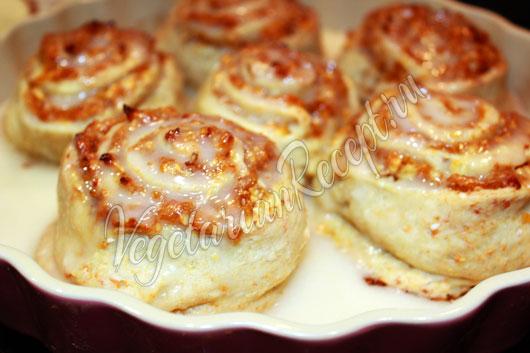 Вкусные булочки с яблоками и курагой - рецепт с фото