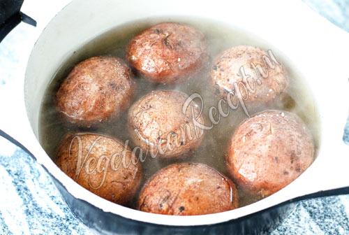 Картошка в соли вареная