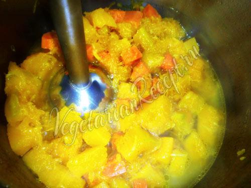 Измельчаем овощи в супе