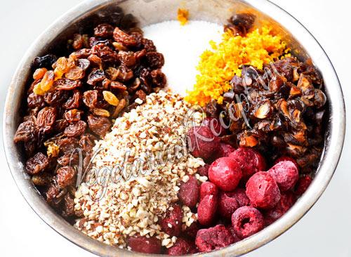 Добавляем орехи и сухофрукты