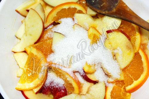 Тушим фрукты с сахаром и маслом